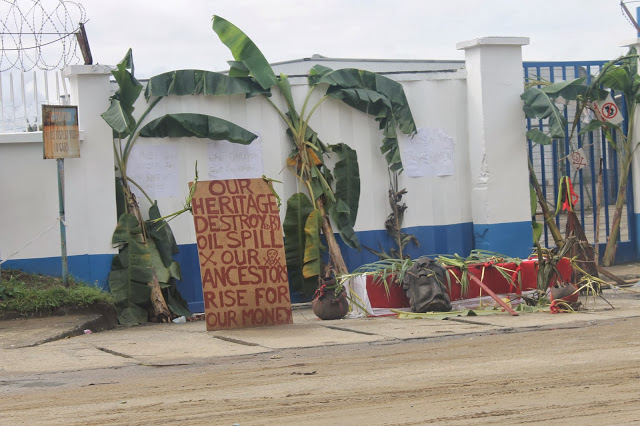 PHOTONEWS: Communities Protest Mobil Oil Spill